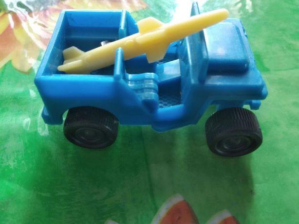Продам игрушки машинки, тракторы.