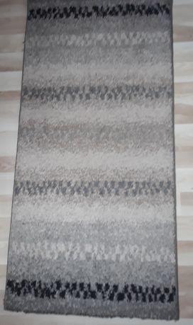 Szary dywan