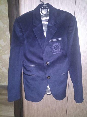Велюровый пиджак для маленького модника