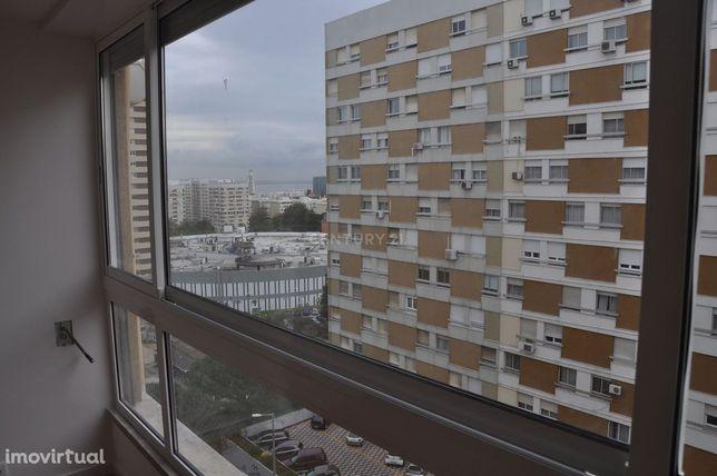 Apartamento T3 na Portela, totalmente remodelado