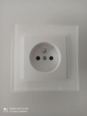 Sprzedam 3 szt. kompletnych gniazdek 230V w szklanej białej ramce