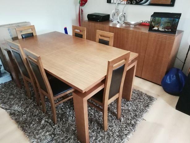 Mobília de sala de jantar.