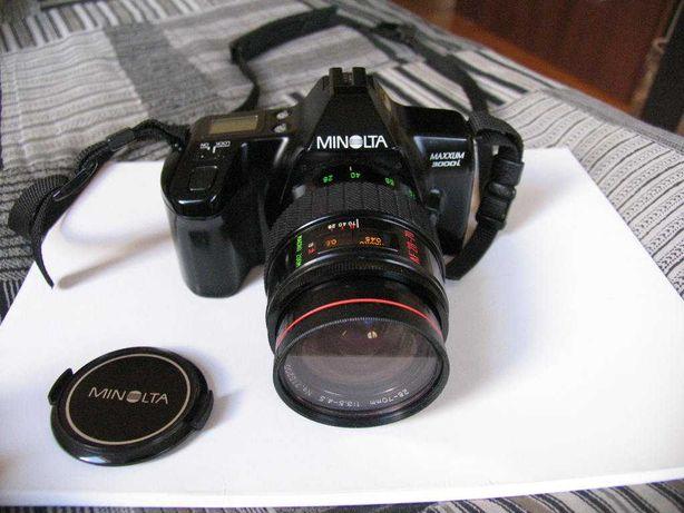 Minolta Maxxum 3000i z obiektywem makro zoom AF 28 -70 mm