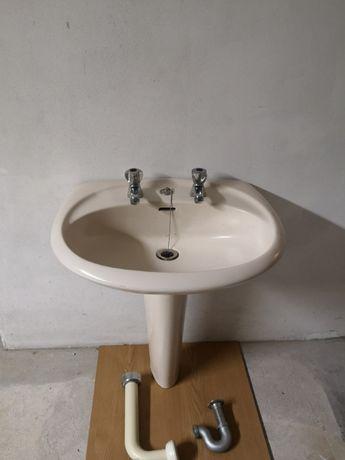 Loiças de casa de banho.