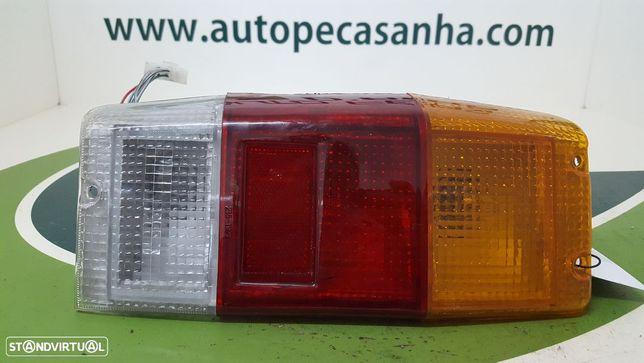Farolim Stop Esq Nissan Vanette Caixa (C22)