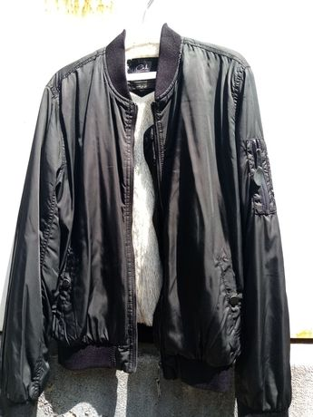 Blusão preto com pêlo no interior