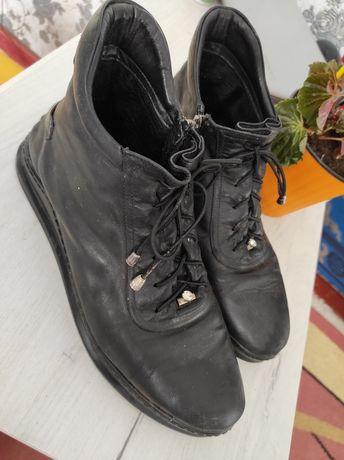 Демисезонные ботинки 42 р.
