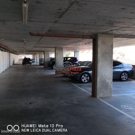 Arrendamento lugar estacionamento com 12,4 m2. Pode  servir  para auto