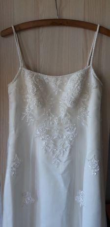 Suknia ślubna rozm. 38 ecru haftowana
