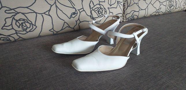 Sprzedam damskie białe buty ślubne rozm. 38