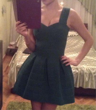 Продам зеленое платье неопрен, держит форму