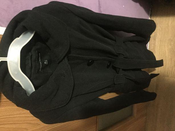 Płaszcz czarny 36 ciepły  taliowany