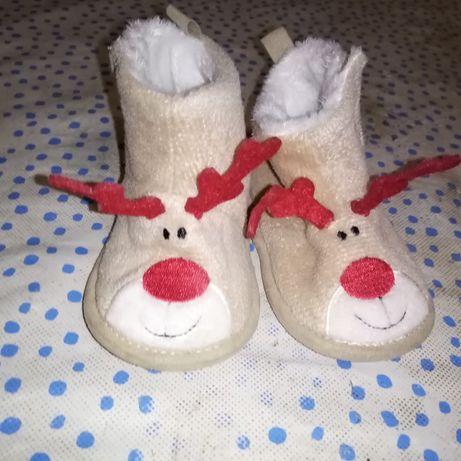 Тепле новорічне взуття для крохи