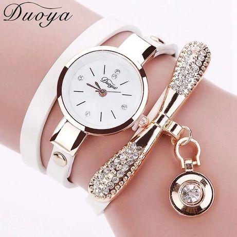 Zegarek damski ze złotą zawieszką