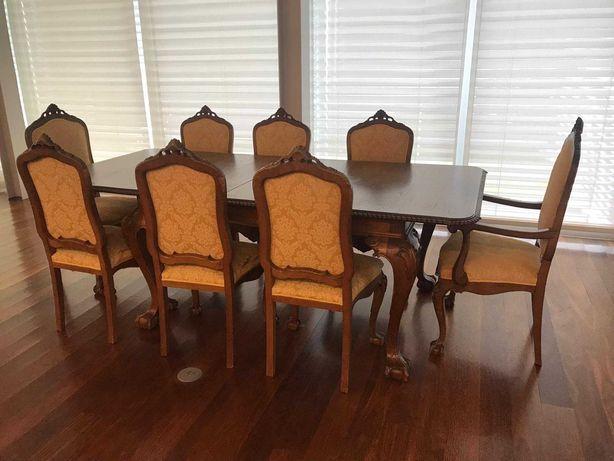 Mobília de Sala de Jantar: 1 mesa e 8 cadeiras