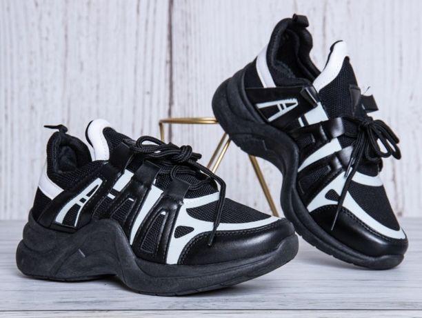 Nowe czarne buciki sportowe