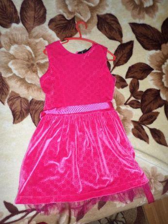 Продам нарядное платье для девочки НОВЫЙ