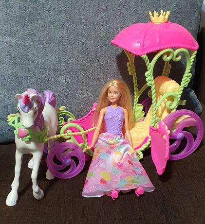 Barbie z karocą...