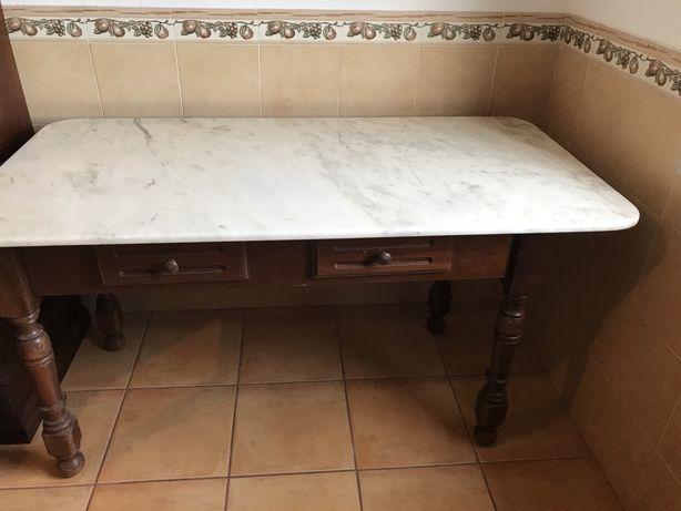 Mesa de refeição em marmore