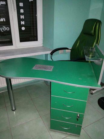 Продам парикмахерское кресло , маникюрный столик, тележку и кушетку.