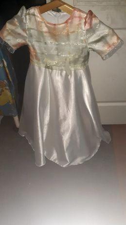 Продам платье на девочку 5 6 лет