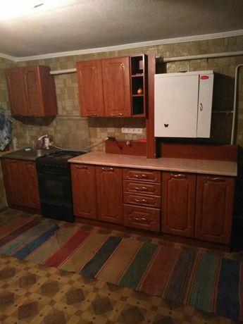 Кухонный гарнитур,коричневый цвет.