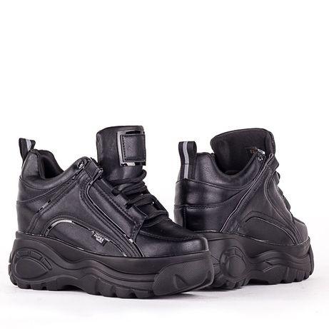 Фірмові кросовки на платформі