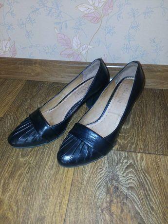 Продам женские туфли с натуральной кожи