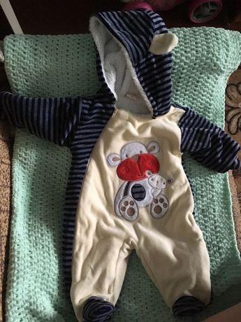 Продам тёплый комбинезон для малыша