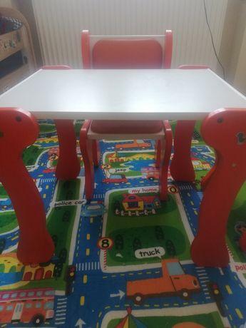 Stolik i krzesełko solidne i stabilne.