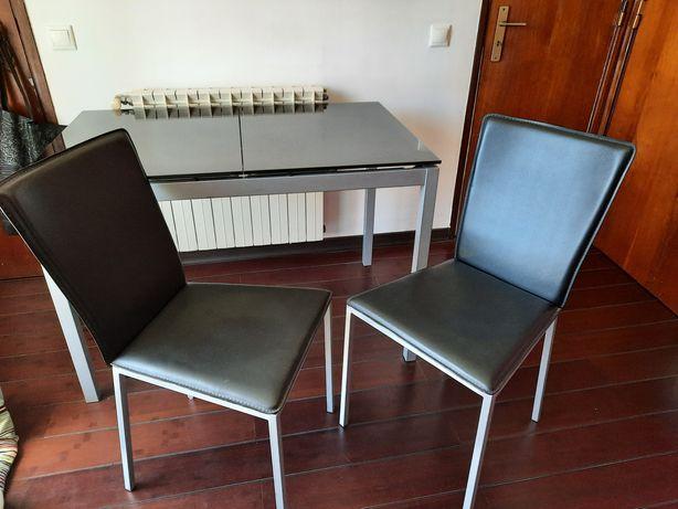 Mesa de vidro extensivel + 2 cadeiras