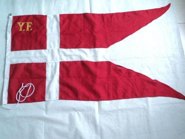 Гюйс-вымпел Королевских военно-морских сил Дании.