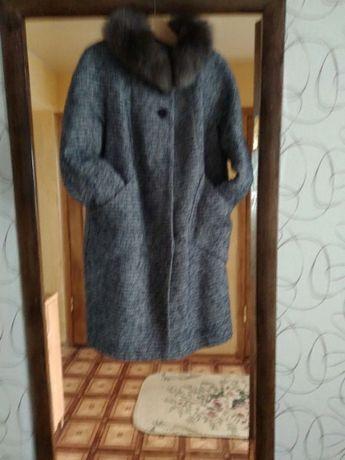 Продам пальто зимнее драповое