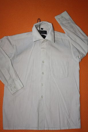 Котоновые школьные рубашки ф.NEXT р-128/134 в отличном состоянии