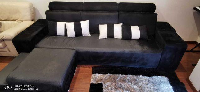 Sofá grande preto com puffs