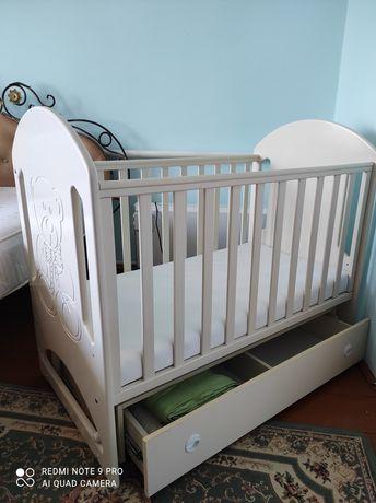Дитяче ліжко-колиска