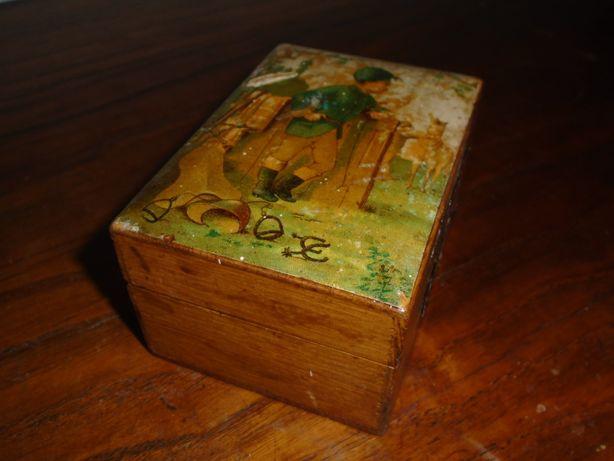 mealheiro antigo em madeira
