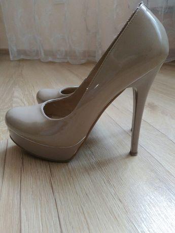 Туфлі, мешти