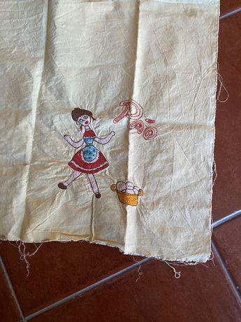 saco do pão bordado à mão por terminar