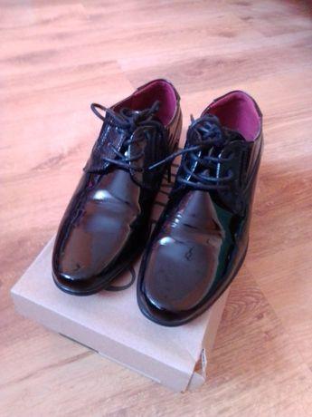 Buty lakierki czarne 35
