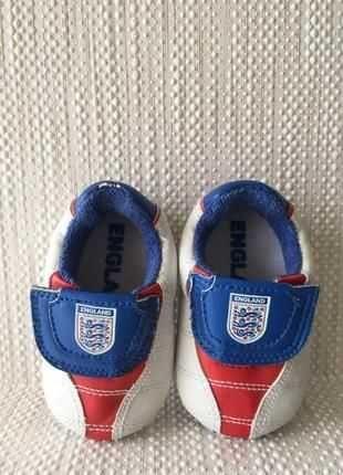 Кроссовки сборной по футболу англия для фотосессии