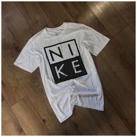 Футболка Nike big logo tech fleece оригінал розмір Л