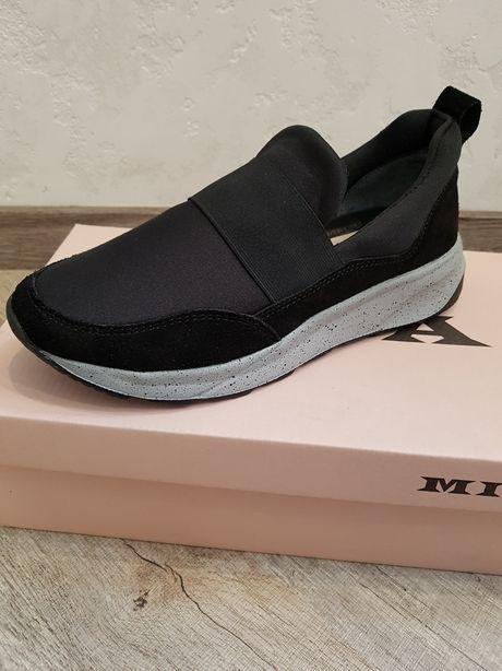 Mida мида очень стильные, легкие туфли - слипоны на мальчика. Новые
