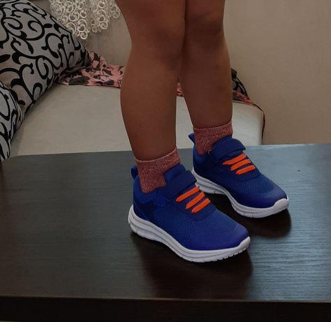 Удобные, лёгкие , стильные кроссовки для детей 24- 36 размер