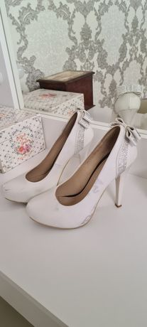 Туфлі білі 38 розмір