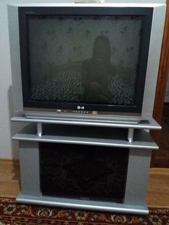 Срочно !Продам телевизор + тумбай