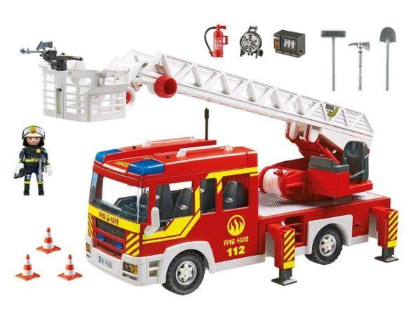 Игровой набор PLAYMOBIL Пожарная машина с лестницей со светом и звуком