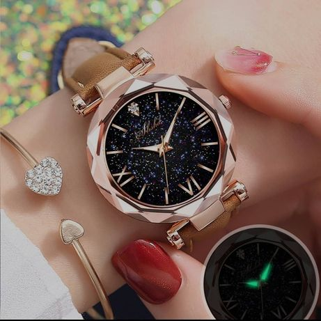 Женские часы в римском стиле.