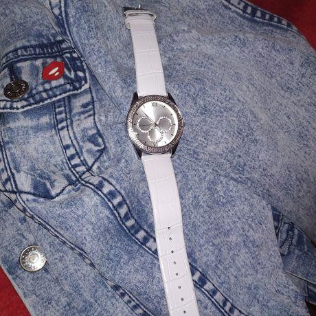 Женские часы,стразы,серебро,Ив Роше, подарок на новый год
