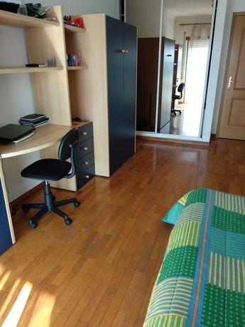 Coimbra - Celas - Quarto com varanda em apartamento tranquilo